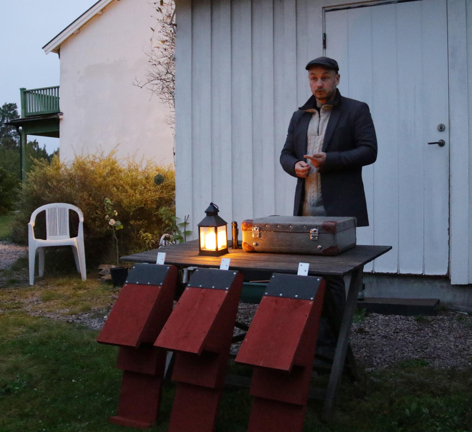Espen Jensen som forskar på fladdermöss lockade många deltagare till inventeringskvällen i Vånevik den 27 september.